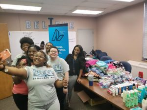 Iroquois High School students aid homeless.jpg